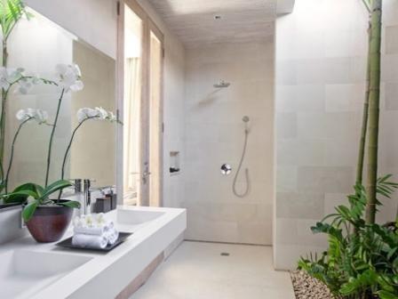 bali-villa-bathroom-thebudgetista